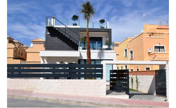 Ny, modern villa nära Golf