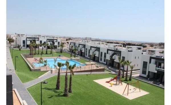 Modern lägenhet nära stranden i Punta Prima