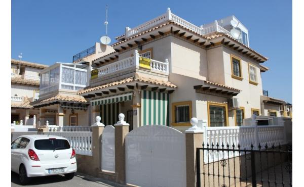 Radhus i Cabo Roig med gemensam pool och söderläge