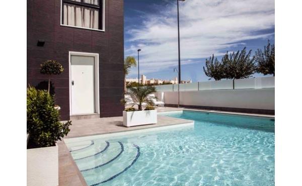 Nya, moderna radhus med närhet till Golfbana