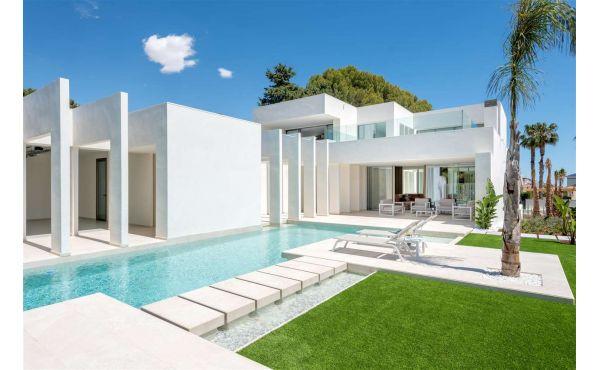 Vacker modern villa i Villamartin