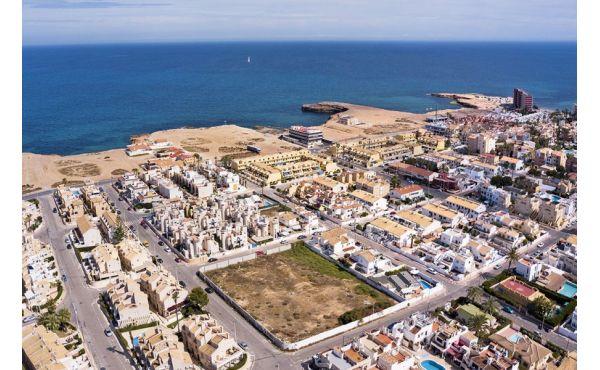 Vackert radhus nära stranden i Torrevieja
