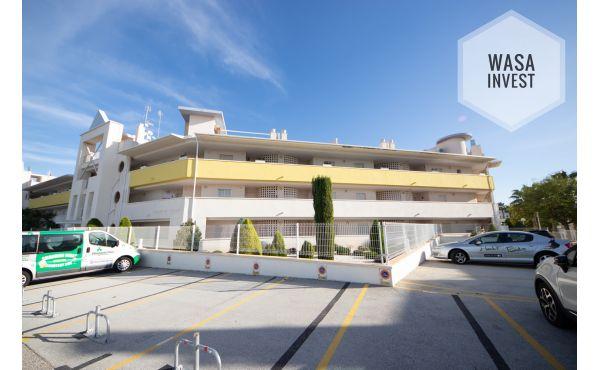 Mysig lägenhet med stor terrass nära till golfbanor!