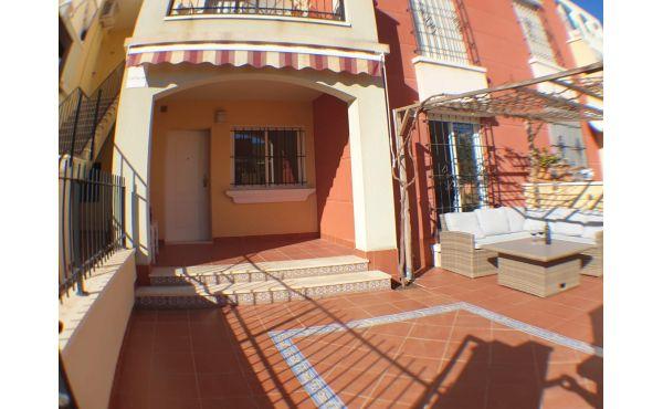 Ny renoverad markplanslägehet i populära Altos de la Bahia